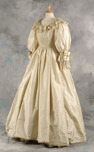 Princess Diana S Second Wedding Dress Which Was On Display In Madame Tussauds Sold For 90 000 Princess Diana Dresses Royal Wedding Gowns Royal Wedding Dress
