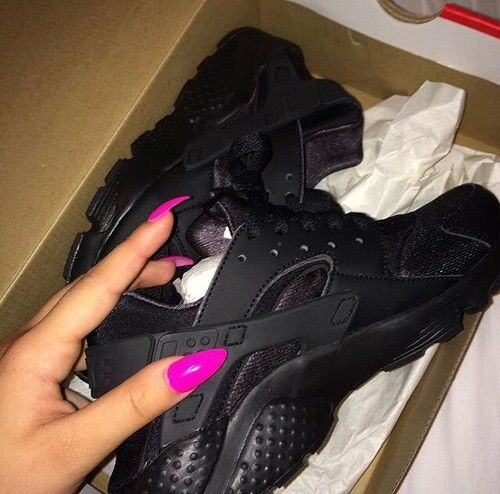 best website 4c27f 1ae3d Black Nike Roshes Womens Black Nike Roshes! Size 8.5! Brand new Nike Shoes  Nike