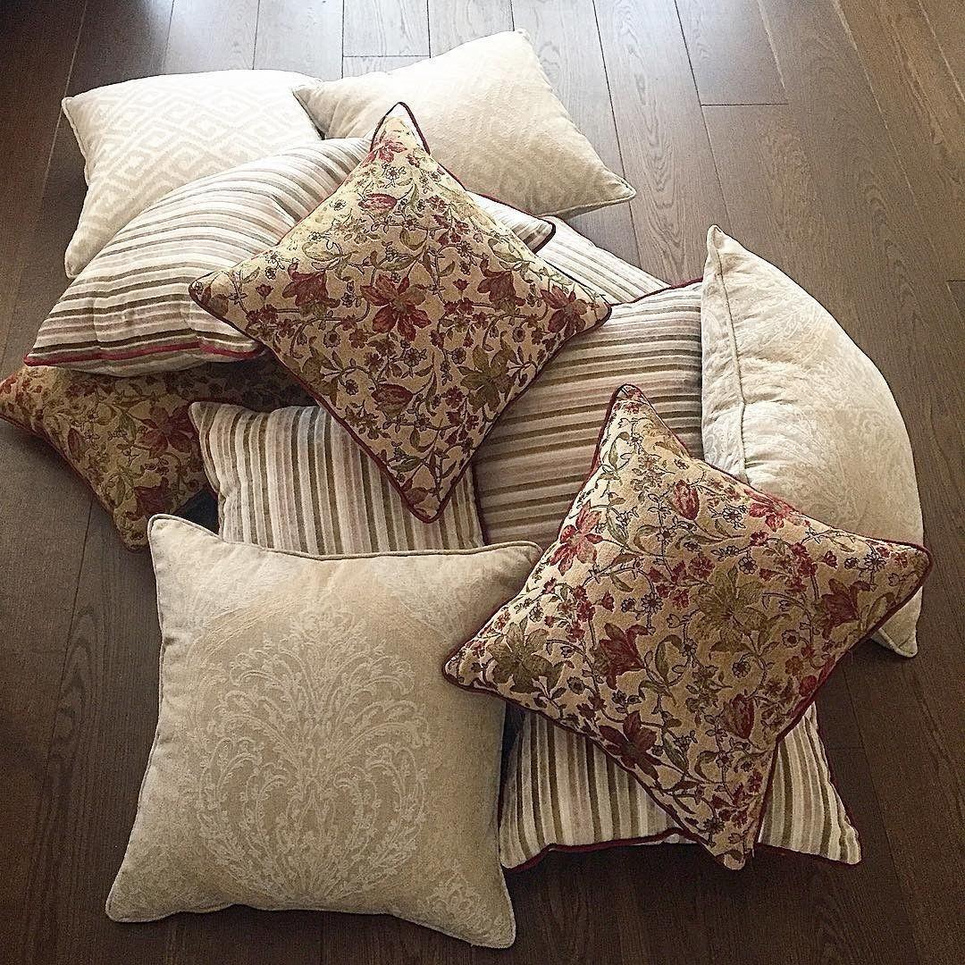 Подушек много не бывает, особенно на даче. Эти #дизайнеры @adecorshop сшили из тканей #Galleria_Arben #pillows
