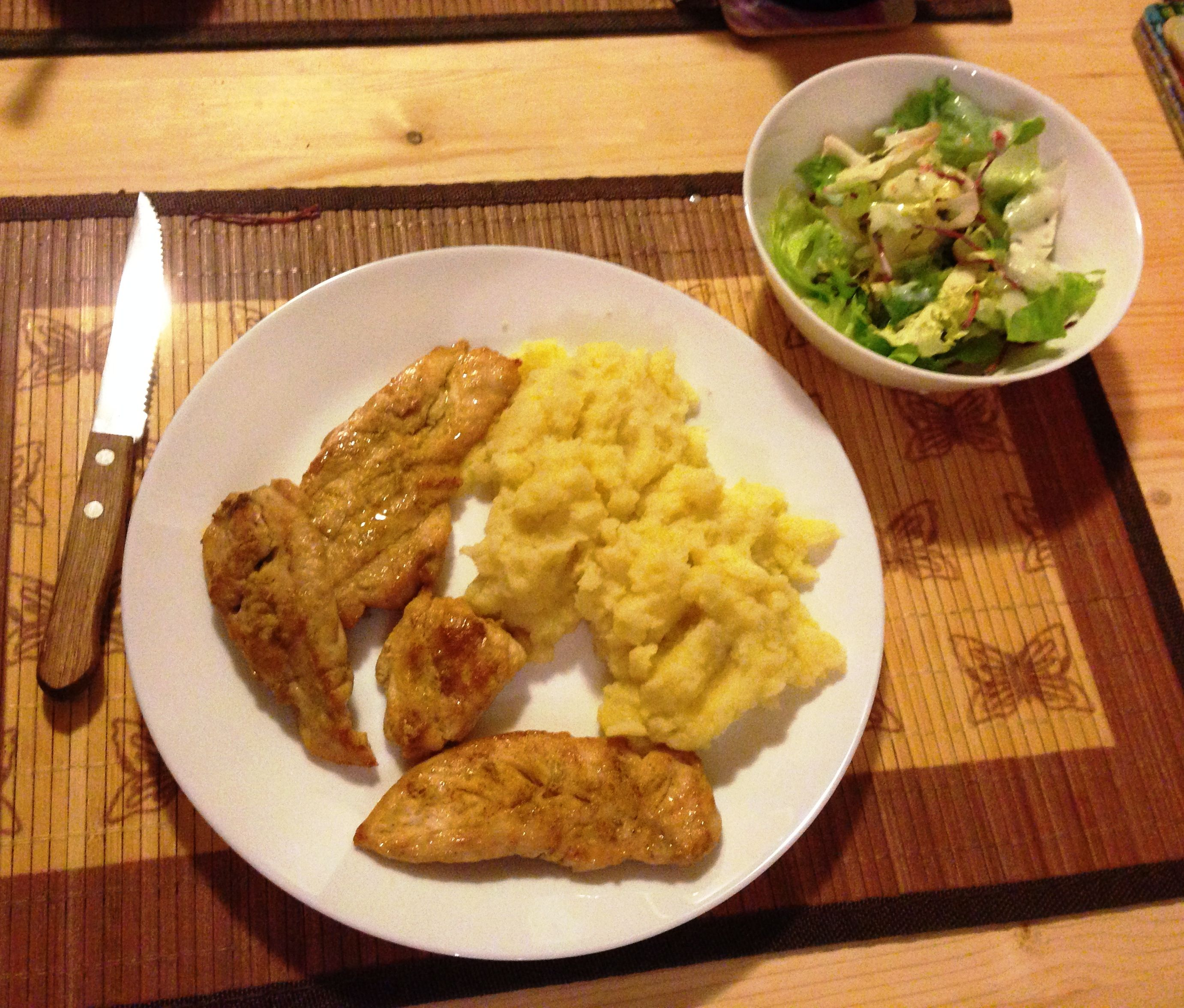 Dinner 30 minutes your husband gonna love: smashed potatoes and and spicy chicken, salad