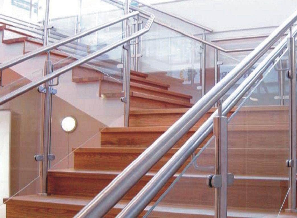 درابزين المنيوم وهاندريل تقوم شركة قصر الزجاج على انتاجه وتوفيرة لجميع عملائها Stainless Steel Railing Steel Railing Design Stainless Steel Handrail