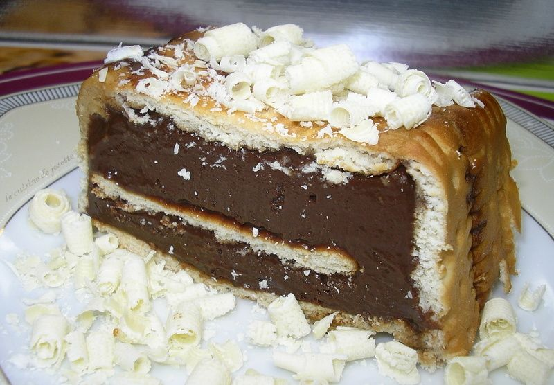 une petite gourmandise sans cuisson,trouvé sur le blog demotivateur. un petit gâteau que mes ami(e)s on trouvés bien délicieux. sur la recette, la personne la mis au congélateur,moi,je préférais le faire la veille et c'est beaucoup mieux!!. http://demotivateur.fr ingrédients:...