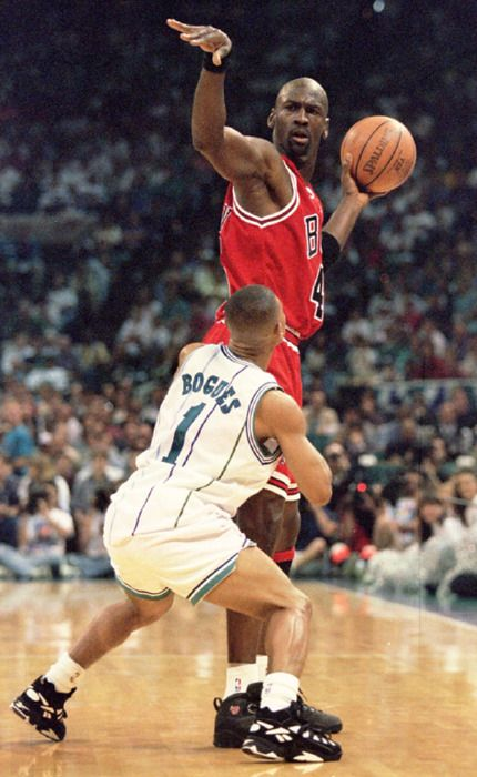 Michael Jordan Being Guarded By Muggsy Bogues Girl Please Michael Jordan Basketball Michael Jordan Pictures Sports Pictures