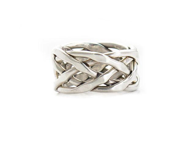 5b52b8895fe4 Anillo de Plata Mexicana hecho a mano en Taxco de forma artesanal. El anillo  está quintado 925 y se entrega en caja. Para cualquier información porfavor  ...