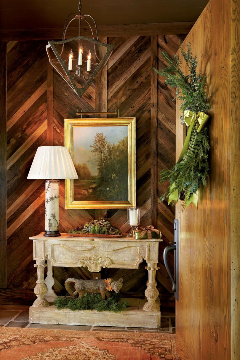 Hallway Spirit   A charming cottage in the Blue Ridge Mountains shares the spirit of the season with rustic holiday decor.
