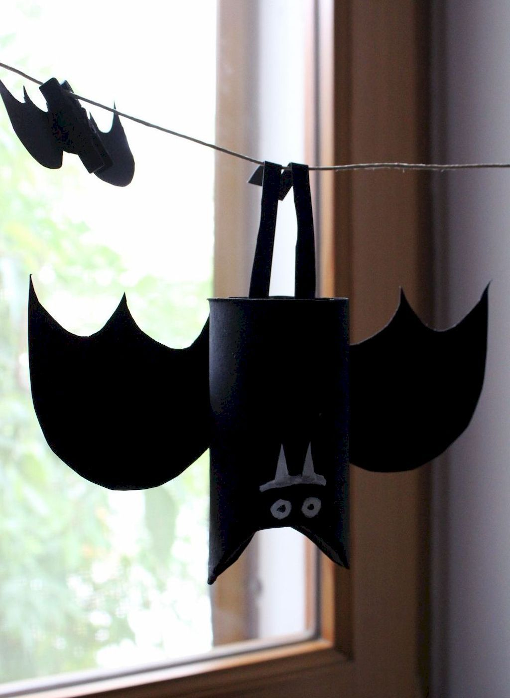 Kids Halloween Crafts For Your Kids Halloween Party - Home to Z #halloweencrafts