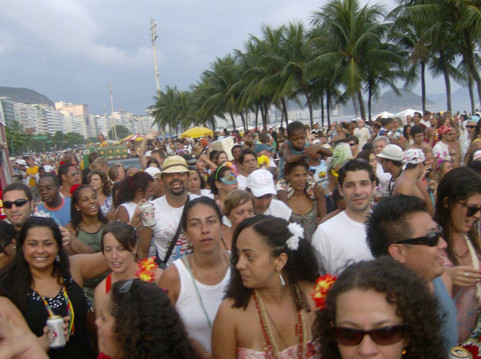 """O bloco sai em Copacabana, dia 12, domingo de carnaval, às 16h. Concentra na Rua Santa Clara, esquina Avenida Atlântica e segue até a rua Almirante. Fundando por João Nogueira, o bloco é um dos mais tradicionais do carnaval carioca. Obs: As informações são de responsabilidade dos blocos. Estão sujeitas a alterações de data e...<br /><a class=""""more-link"""" href=""""https://catracalivre.com.br/rio/agenda/barato/clube-do-samba/"""">Continue lendo »</a>"""