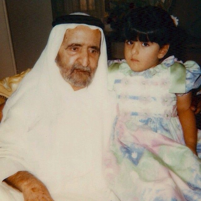 Rashid bin Saeed bin Maktoum Al-Maktoum y su nieta Lateefa bint Maktoum bin Rashid Al-Maktoum  Vía: lateefam