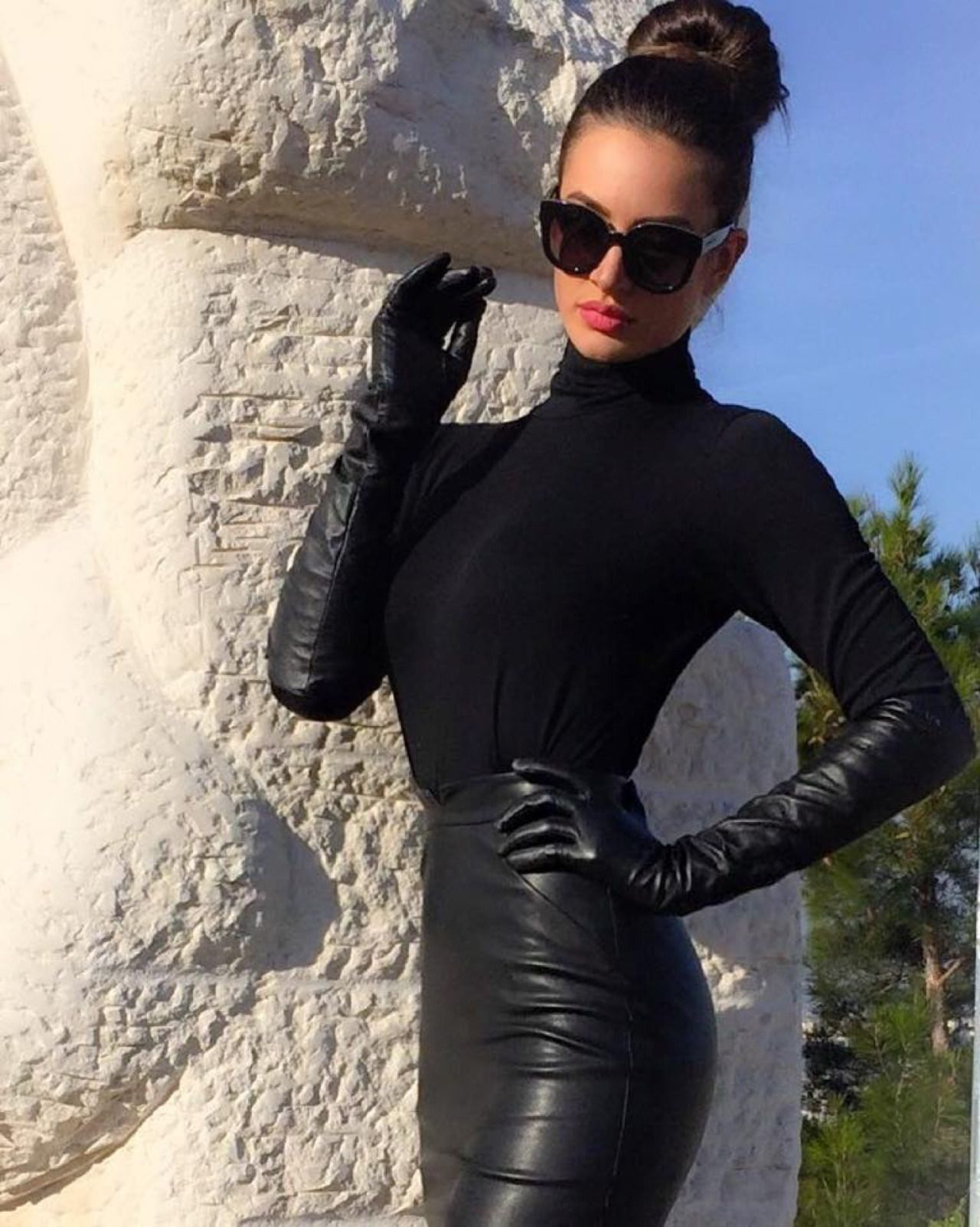 Ladies coloured leather gloves - Black Turtleneck Paired With Leather Skirt And Long Leather Gloves Perfect