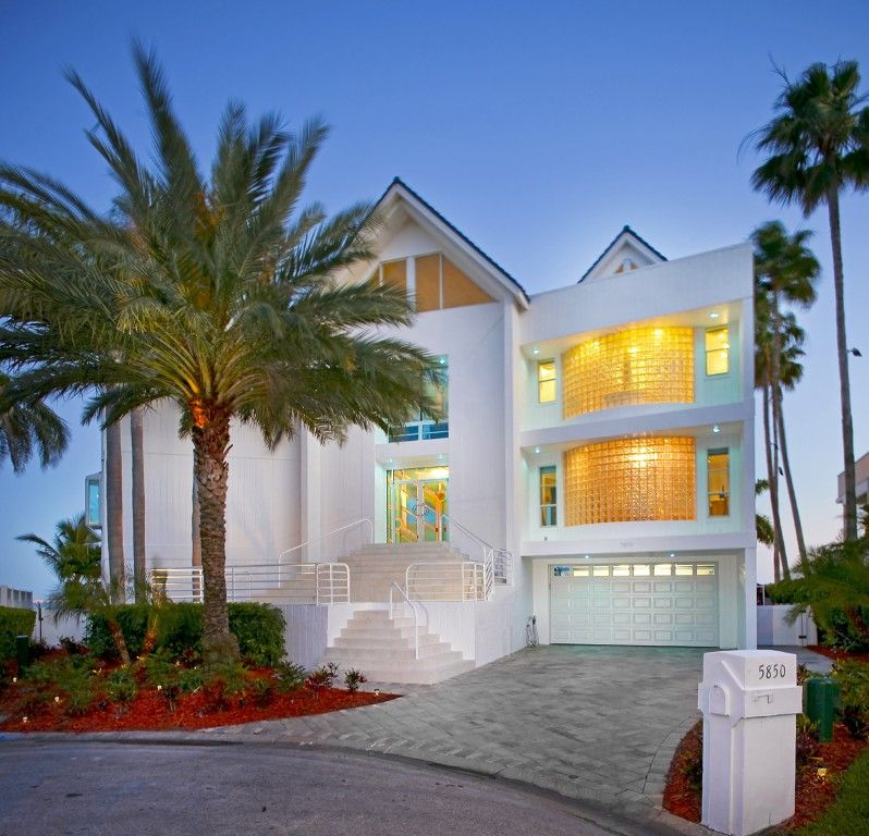 St Pete Beach House Rental Front Of House Located On The End Of Culdesac On