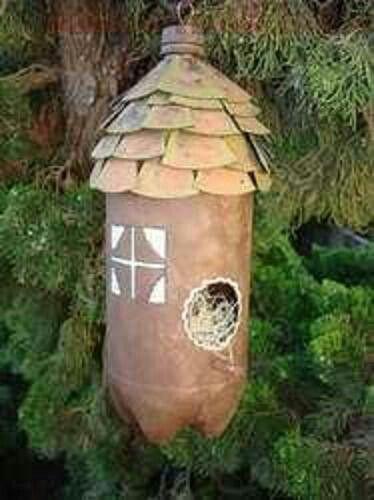 Casa reciclada para pajaros.
