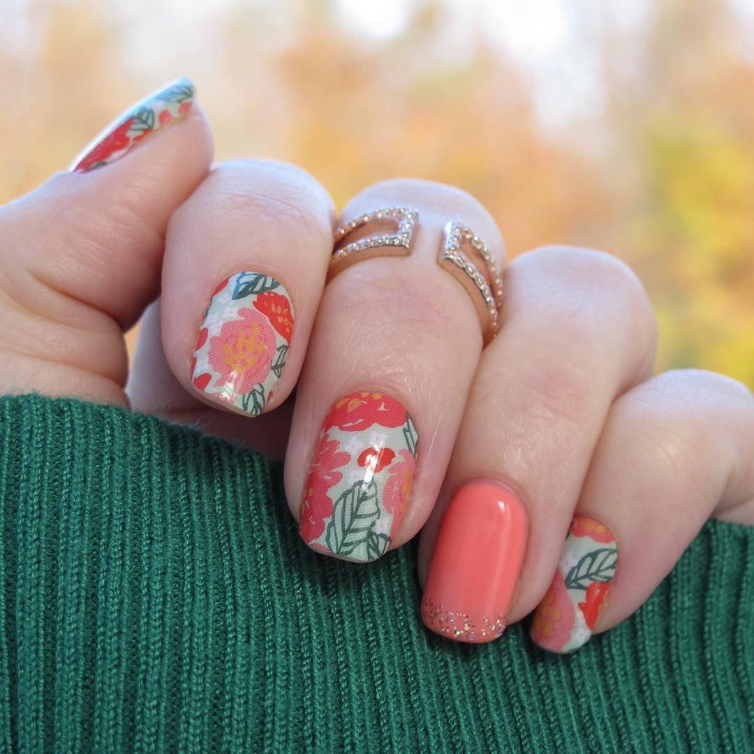 The December #hostexclusive is #sopretty here it's paired with #crushingoncoraljn #trushinegel the only way you can get this #nailwrap design is to #hostaparty save some money this festive season by using your #hostrewards to buy some gorgeous #christmasgifts #amygsjams #jamberry #nailwraps #nailart #floralnails #festivenails #christmas #december #coral