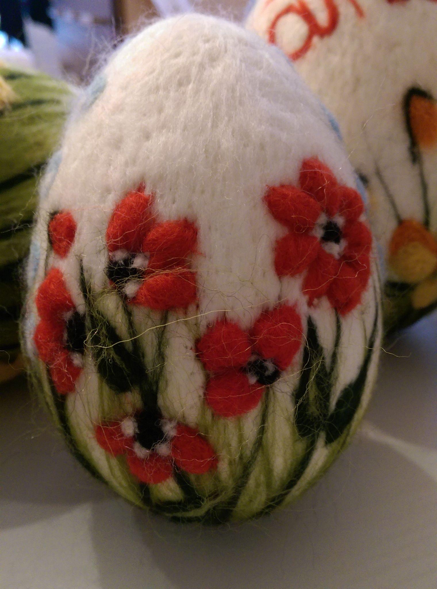 Pisanka Wykonana Metoda Filcowania Na Sucho Felt Flowers Diy Felt Crafts Needle Felting Projects