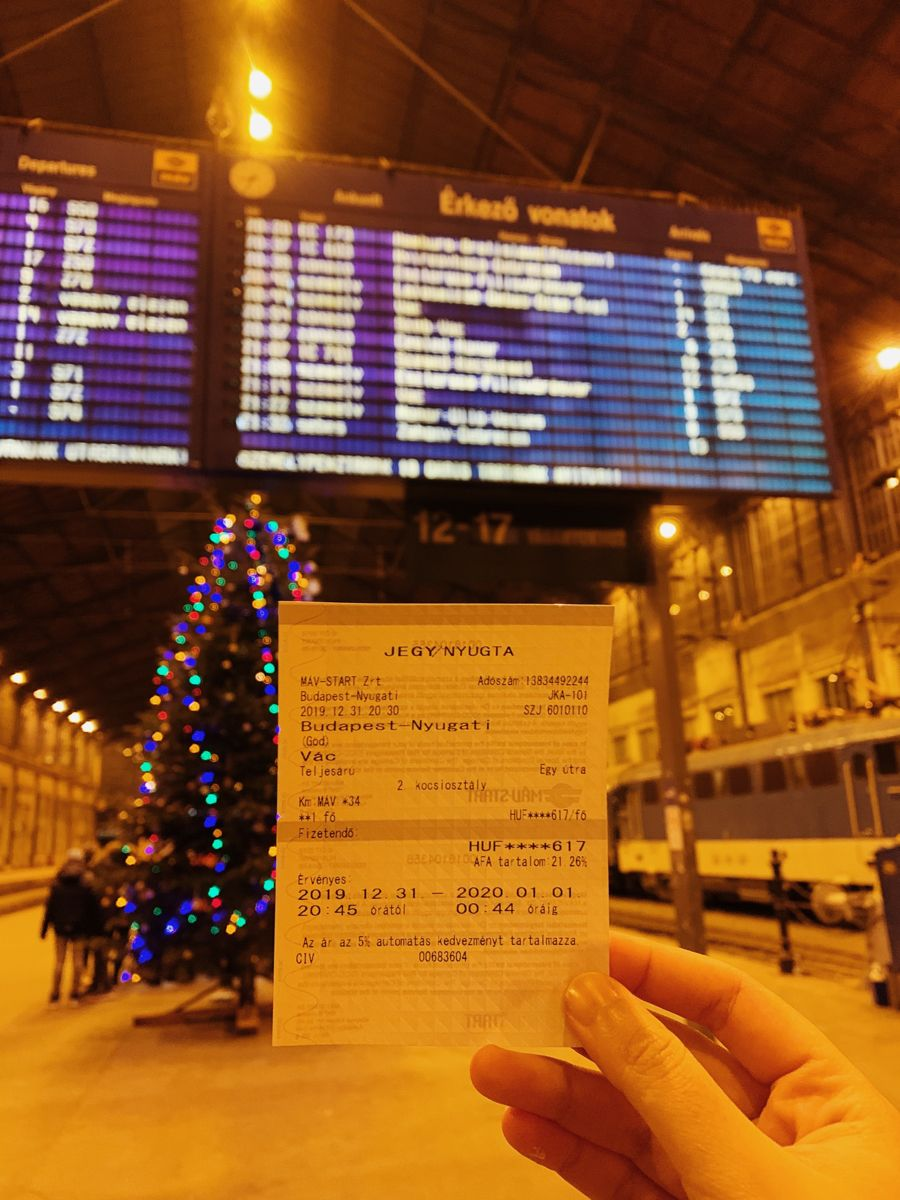 Budapest Train Station Hungary In 2020 Train Station Budapest Train