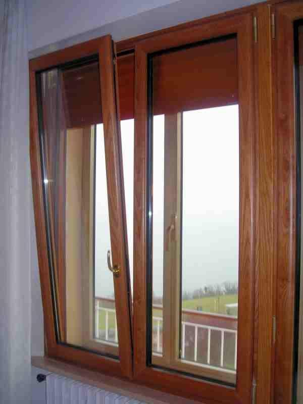 Finestra in alluminio effetto legno con ribalta di serie - Porte e finestre pvc ...