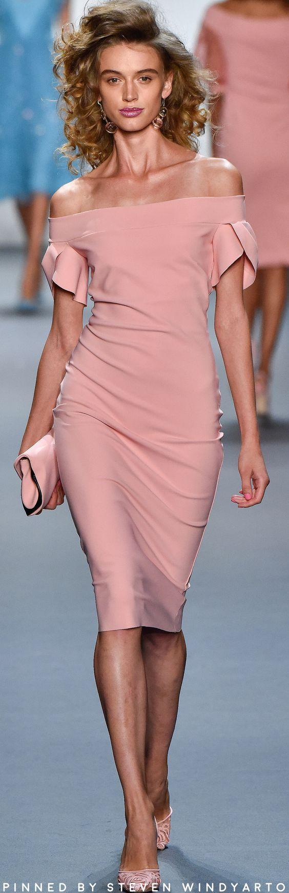 Chiara Boni La Petite Robe RTW Spring 2017 | Vestido rosado, Moda ...