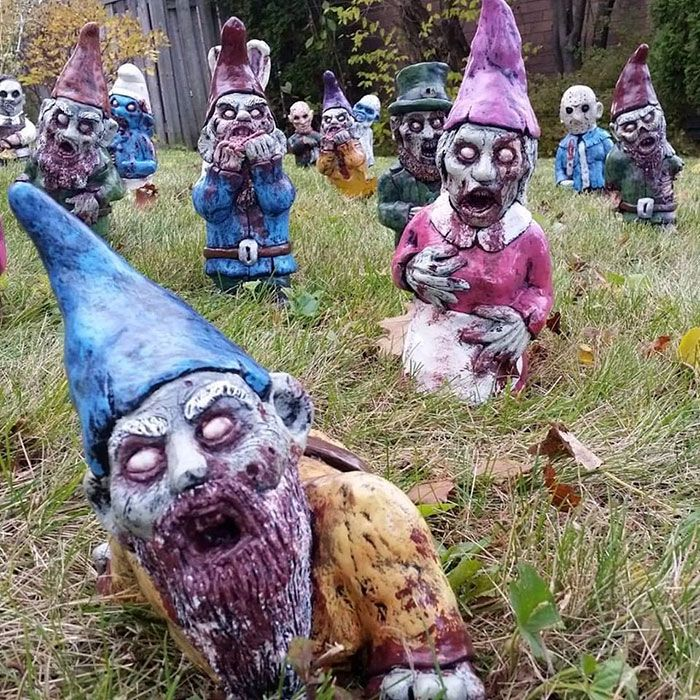 your neighbors will love these zombie garden gnomes garden magix pinterest jardins nain. Black Bedroom Furniture Sets. Home Design Ideas