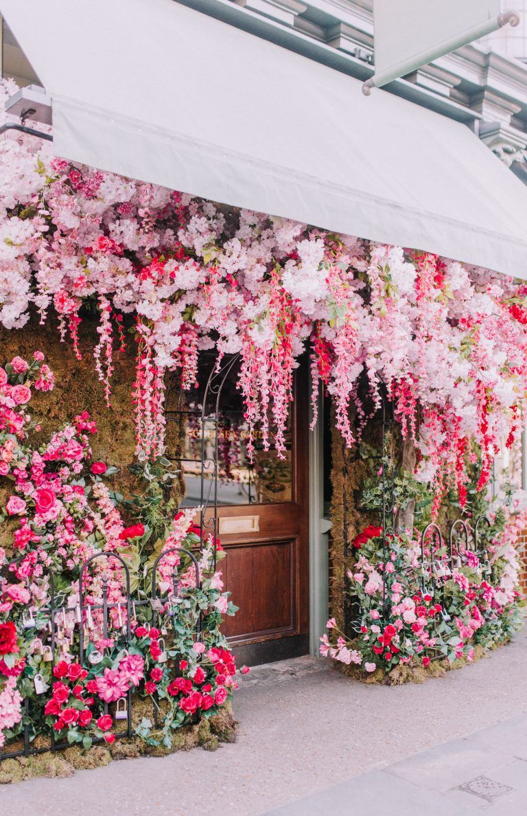 Early Hours Spring 2019 Floral Installations | London early hours London, spring flowers, spring floral installations, colourful flowers, spring in bloom, London in bloom, London florist, London hot spots, London restaurants, London luxury florist, floral commissions, The ivy Chelsea garden, trichina, Carluccios, Great Northern hotel, Sexy fish London, grounds and grapes, Ama nail bar, jo loves, valentines in London, London love, Lombard street, soho ivy, harry dolce vita, covent garden Londo