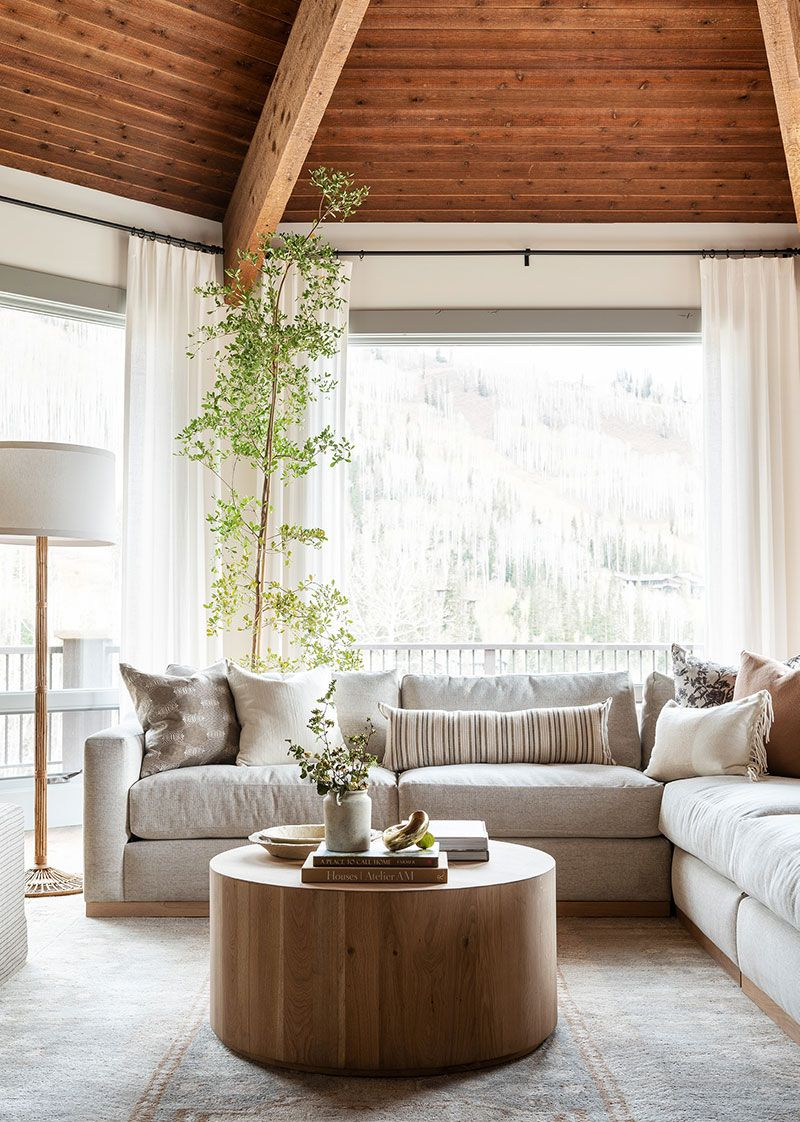 Cozy Winter In Studio Mcgee Founders Home Photos Ideas Design In 2021 Coffee Table Living Room Coffee Table Home Coffee Tables [ 1122 x 800 Pixel ]