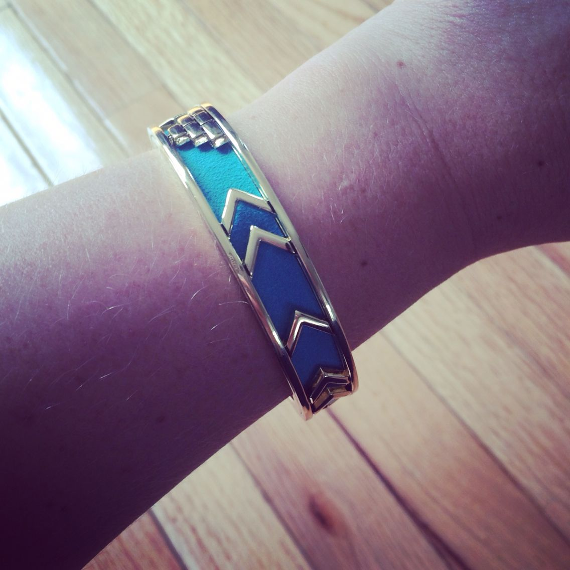 Oh hello there House of Harlow 1960 Aztec bangle from Rocksbox #loveit #dreamyrealistfashion
