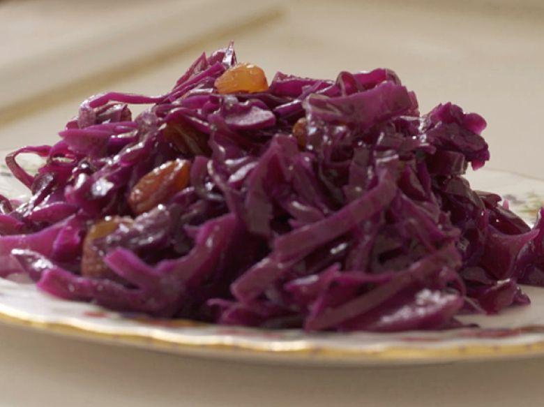 WATCH: How to make red cabbage in butter and raisins - Kosher Cuisine - Israel News | Haaretz