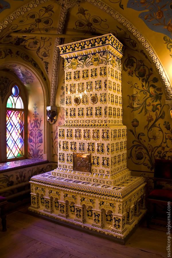Russian interior. Tsarist Palace-Granovitaya chamber.  #Kakelugnen #tile #stove #fireplace #Russian #tile_stove