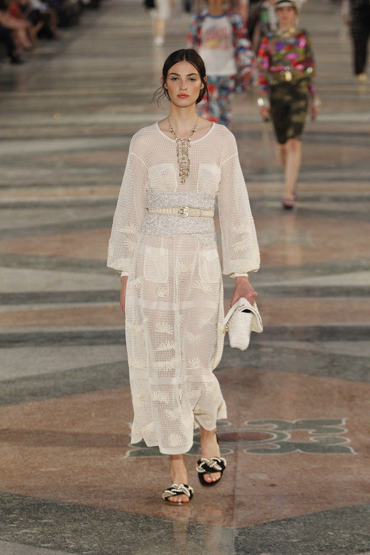 http://www.vogue.com/fashion-shows/resort-2017/chanel/slideshow ...