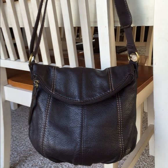 THE SAK, Small Brown Leather Crossbody Purse Super cute, THE SAK, small brown leather Crossbody purse.  Purse has one large zip pocket. One outside slip pockets, two inside slip pockets, and one inside zip pocket.  Strap is adjustable.  9 X 9 X 5.  Adjustable strap drop 25 inches at most biggest. Purse has no stains or tears. The Sak Bags Crossbody Bags