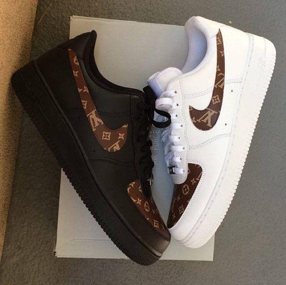 como resultado Realista Resolver  Custom Nike Air Force 1 - Brown LV Monogram Print Base: White/White Nike  Air Force 1 OR Black/Black Nike… | Nike air shoes, Jordan shoes girls, Nike  shoes air force