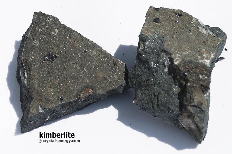 Fragments de kimberlite 300330 g une pierre volcanique