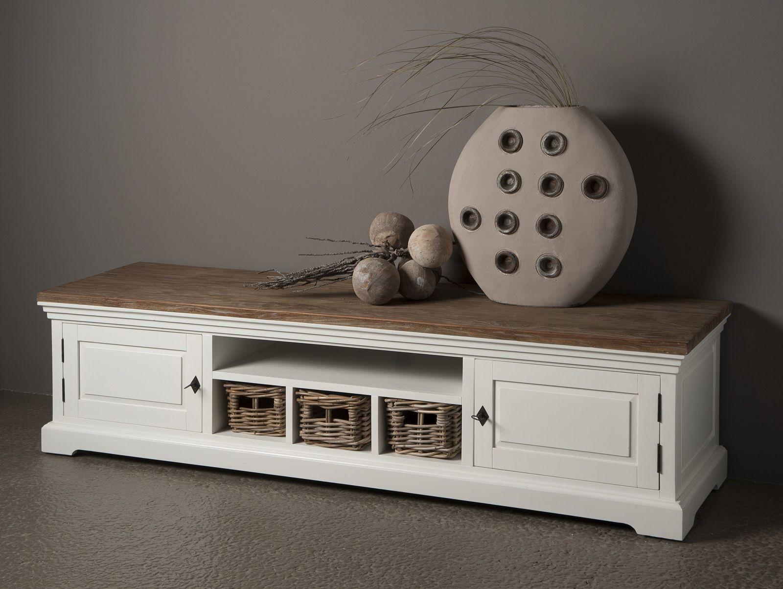 Mahonie Tv Meubel : Lage en brede witte tv meubel van mahonie met een oud teak