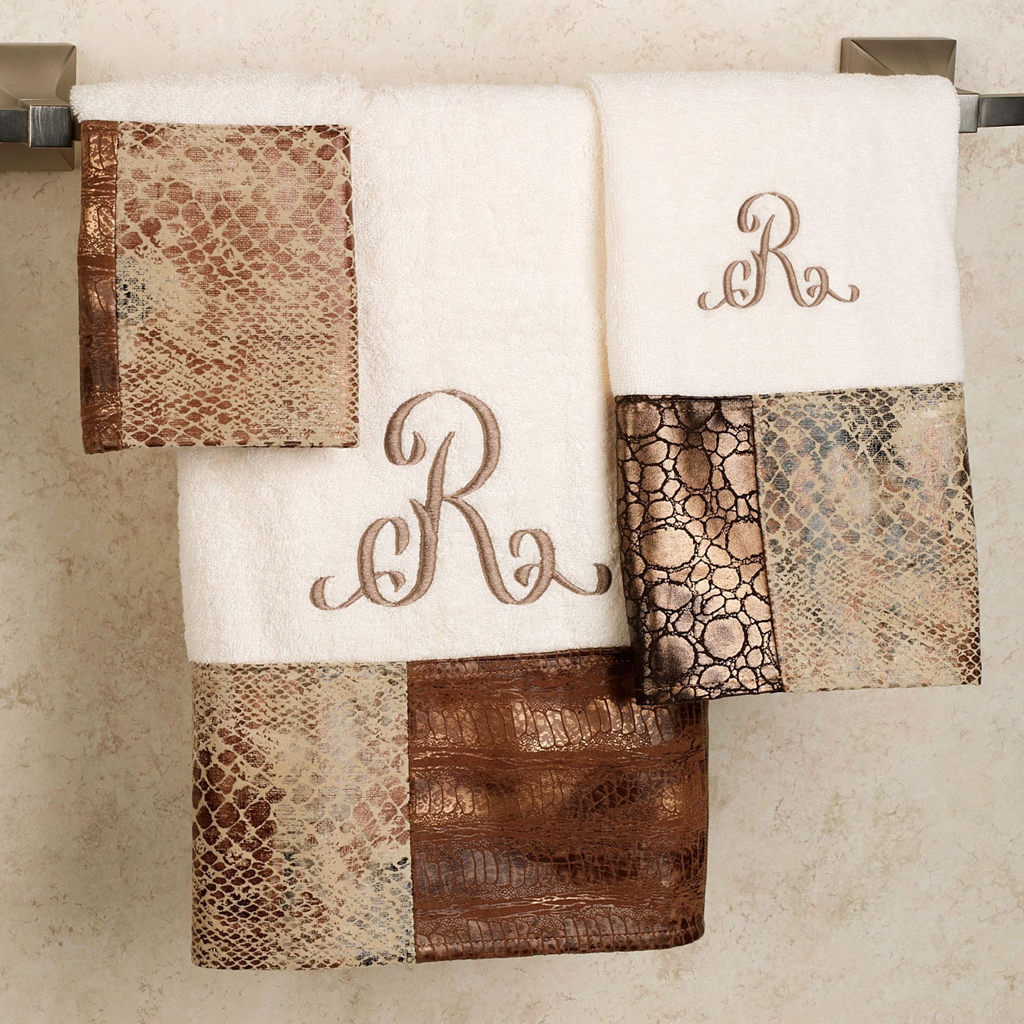 Etonnant The Zambia Bath Towel Set Will Liven Up Your Bathroom. Terry Looped, Beige  Cotton Towels Feature A Band Of Faux Animal Skin Designs In Colors Of  Ivory,.