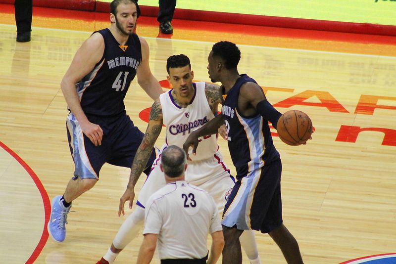 Matt Barnes turns up the heat against the Grizzlies.