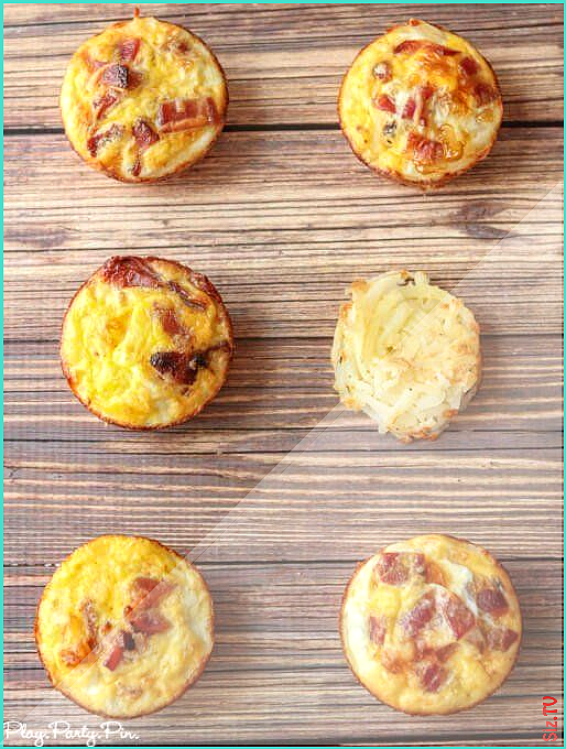 These bacon and egg breakfast muffins with a hash brown crust from playpartyplan are a great quick