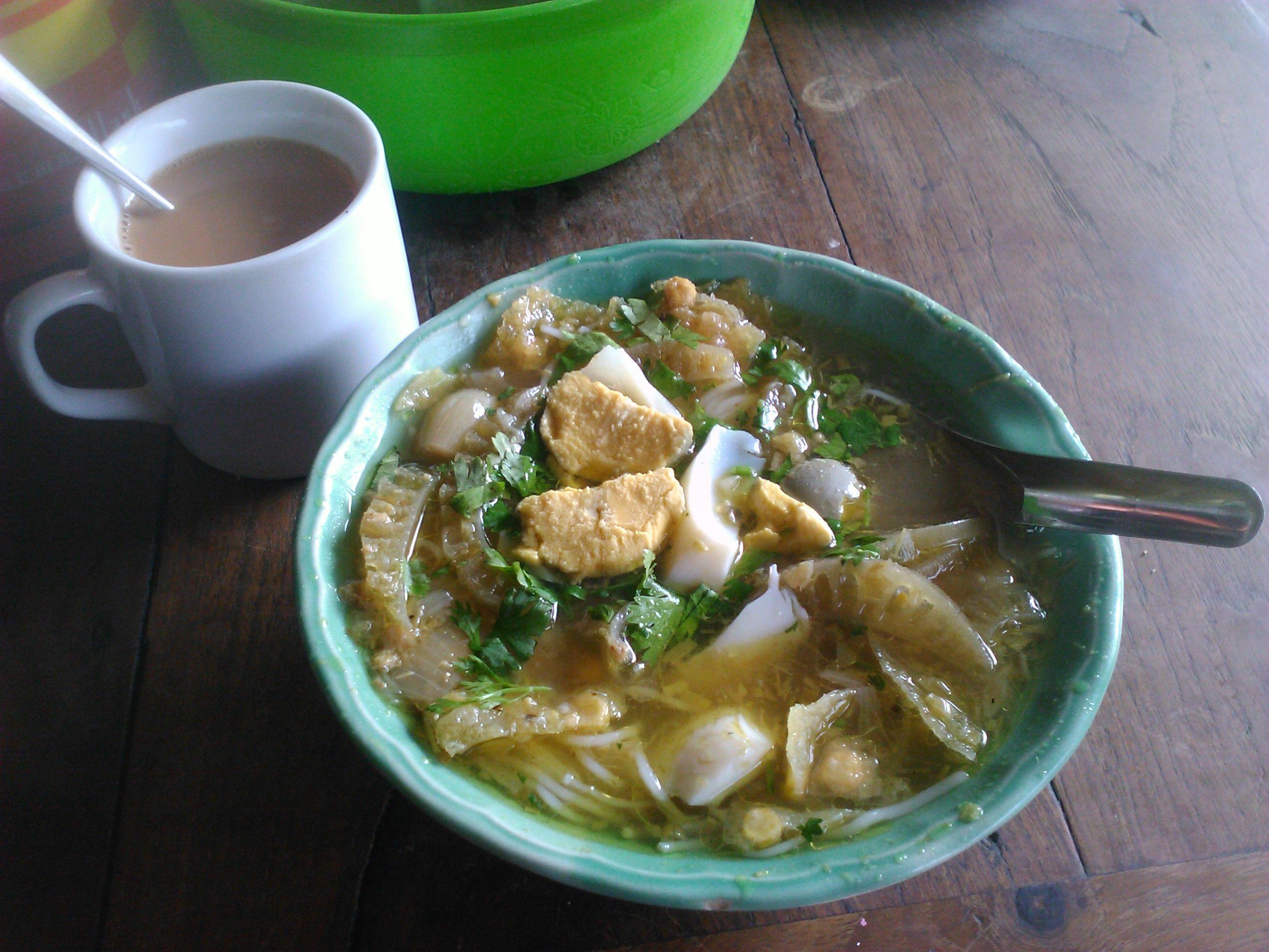 Mohinga. Diese magische Suppe, die mich immer glücklich macht. Du kennst Mohinga nicht? Dann lies meinen Artikel :) https://foodtravelhappinessblog.wordpress.com/2016/03/12/mohinga-2/