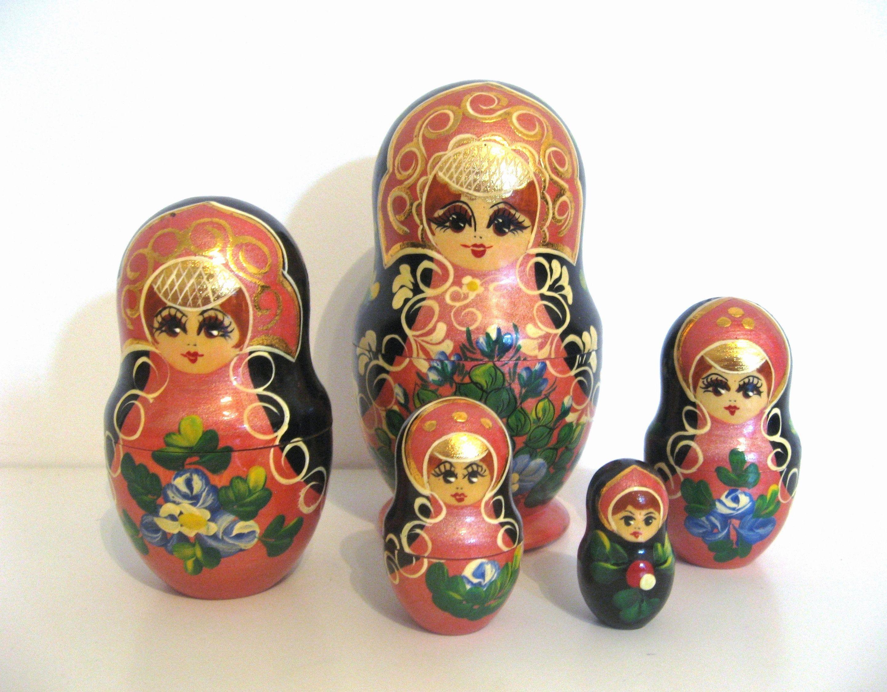 Vintage Russian Babushka Matryoshka Nesting Dolls Set of 5