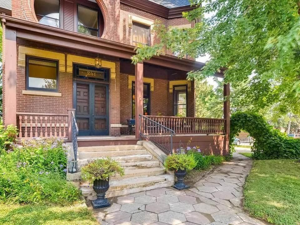 1885 Brick Mansion In Saint Paul Minnesota Mansions Mansions For Sale Victorian Homes