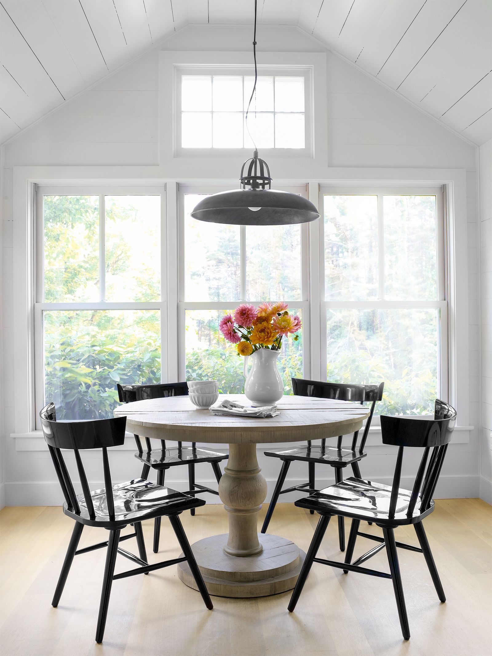 Cozy breakfast nook ideas that will fit any style size