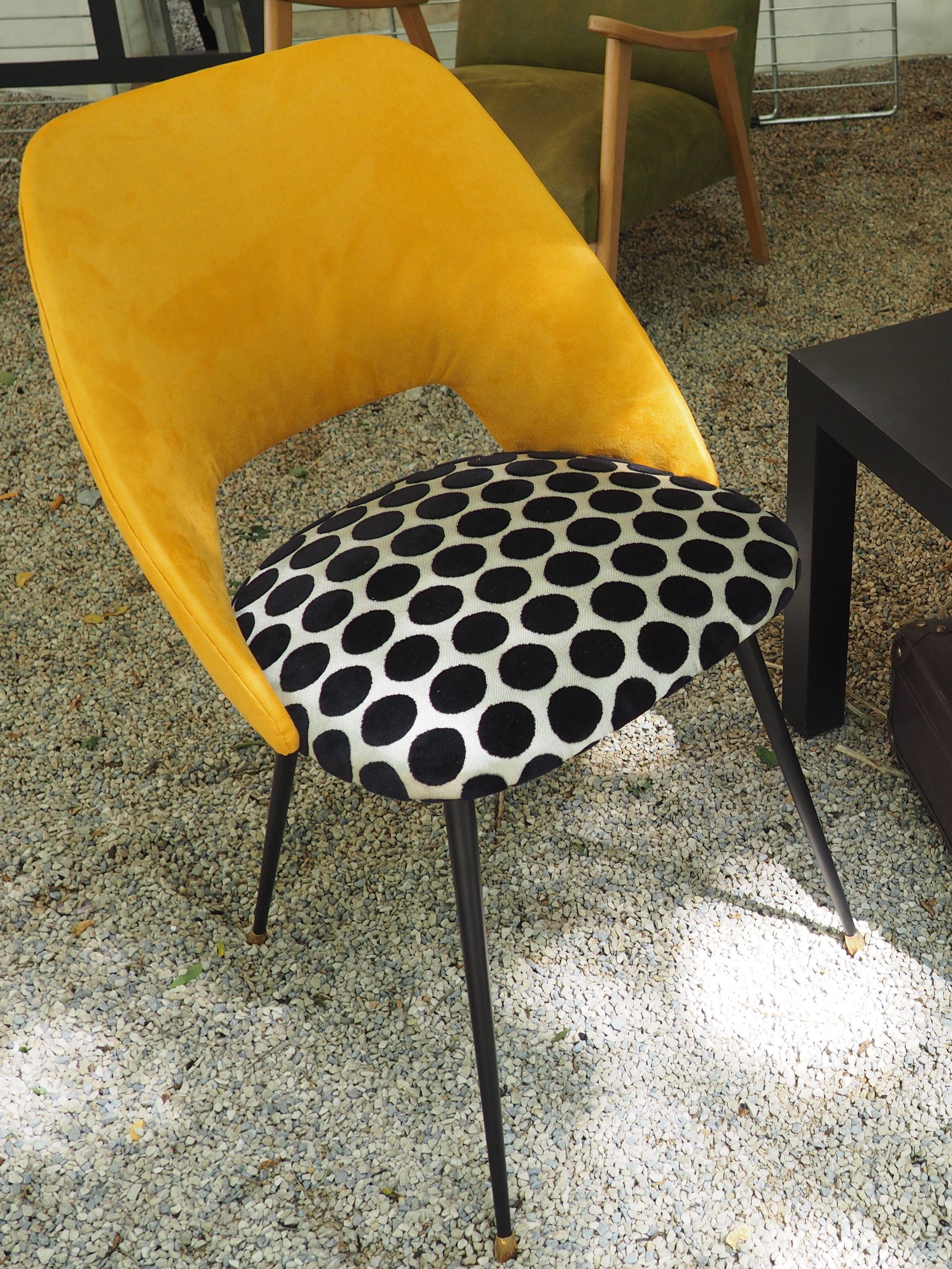 chaise des ann es 60 dos ajour et pieds m talliques avec finition laiton restauration avec. Black Bedroom Furniture Sets. Home Design Ideas