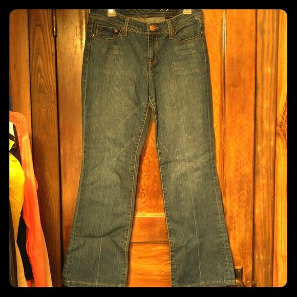 """Sz 32 ~ Seven7 Jeans Dark Wash Seven7 Jeans in great condition except for some wear on back of cuffs.  Features cute whiskering under front pockets and the classic """"S"""" on the back pockets.  Size 32  Bundle up & save 20%! Choose from my closet and/or my daughter's: caitmonahan. Let us know what you'd like and we'll make you your own custom bundle!  Seven7 Jeans Boot Cut"""