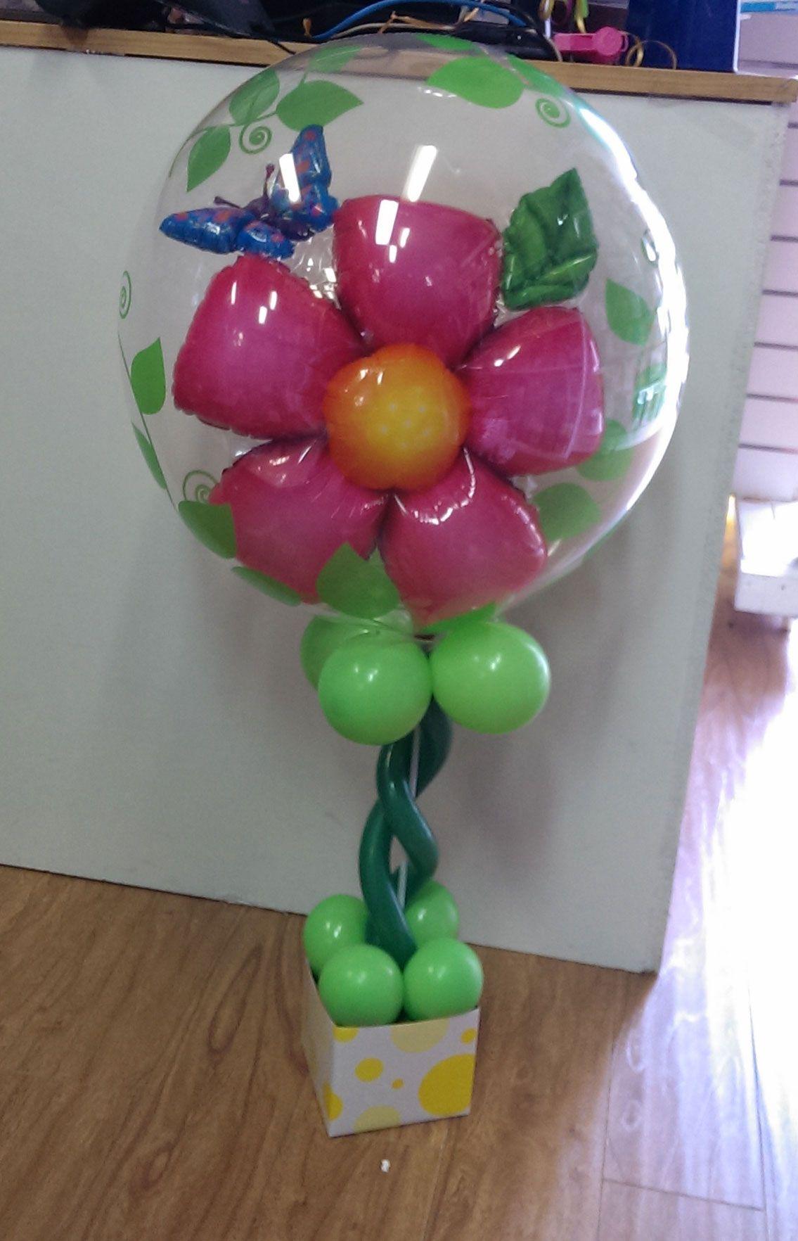 Flower table arrangement using qualatex double bubble