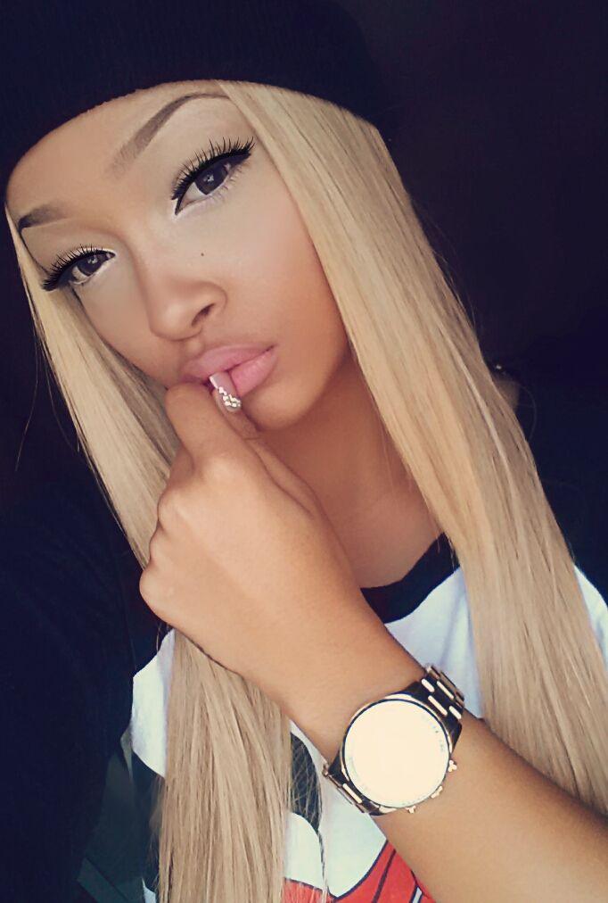 Svart hår blå ögon flicka Porr