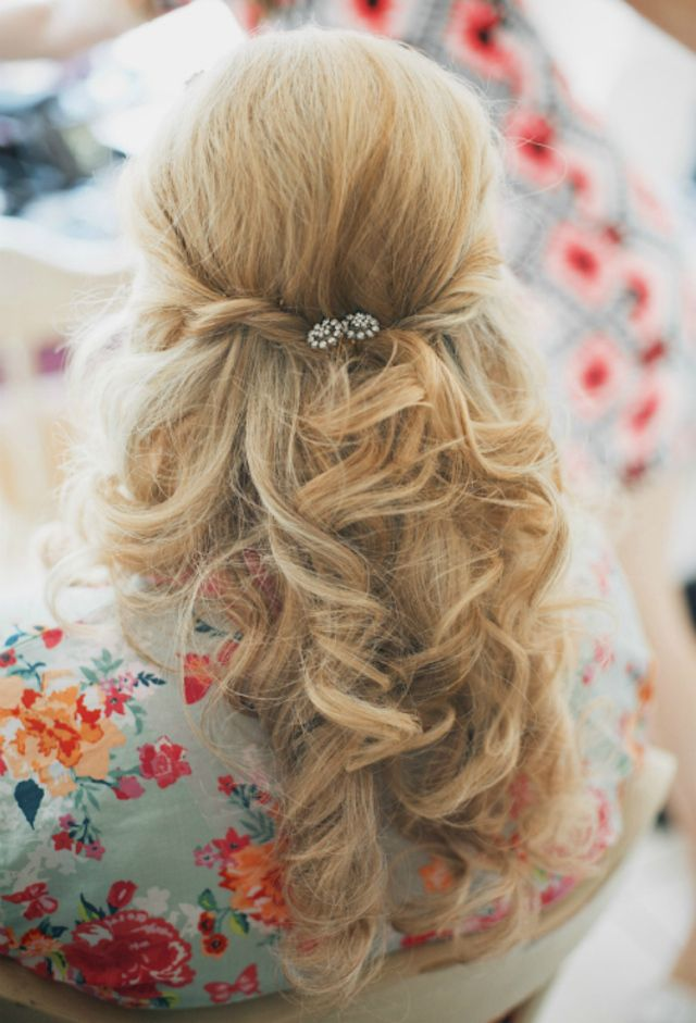 Pretty Pink Shabby Chic Barn Wedding | Beautiful bridal hair, Bridesmaid hair loose, Shabby chic ...