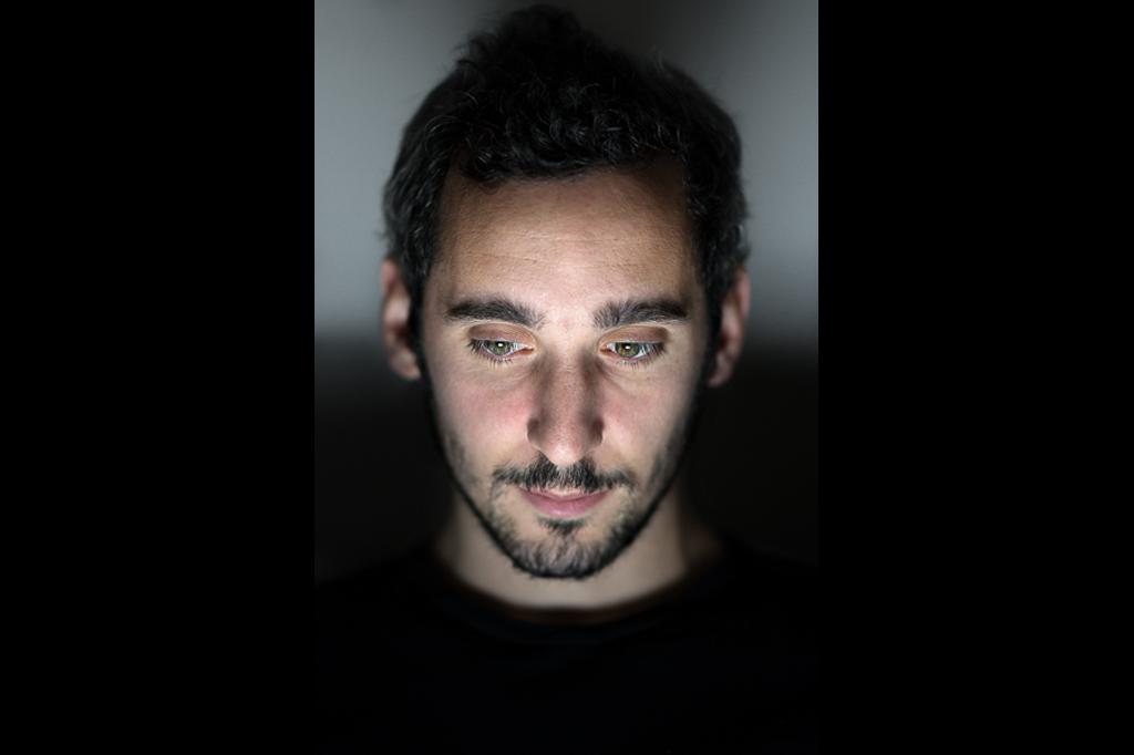 O computador é o reflexo de uma nova solidão | Julian Mauve.