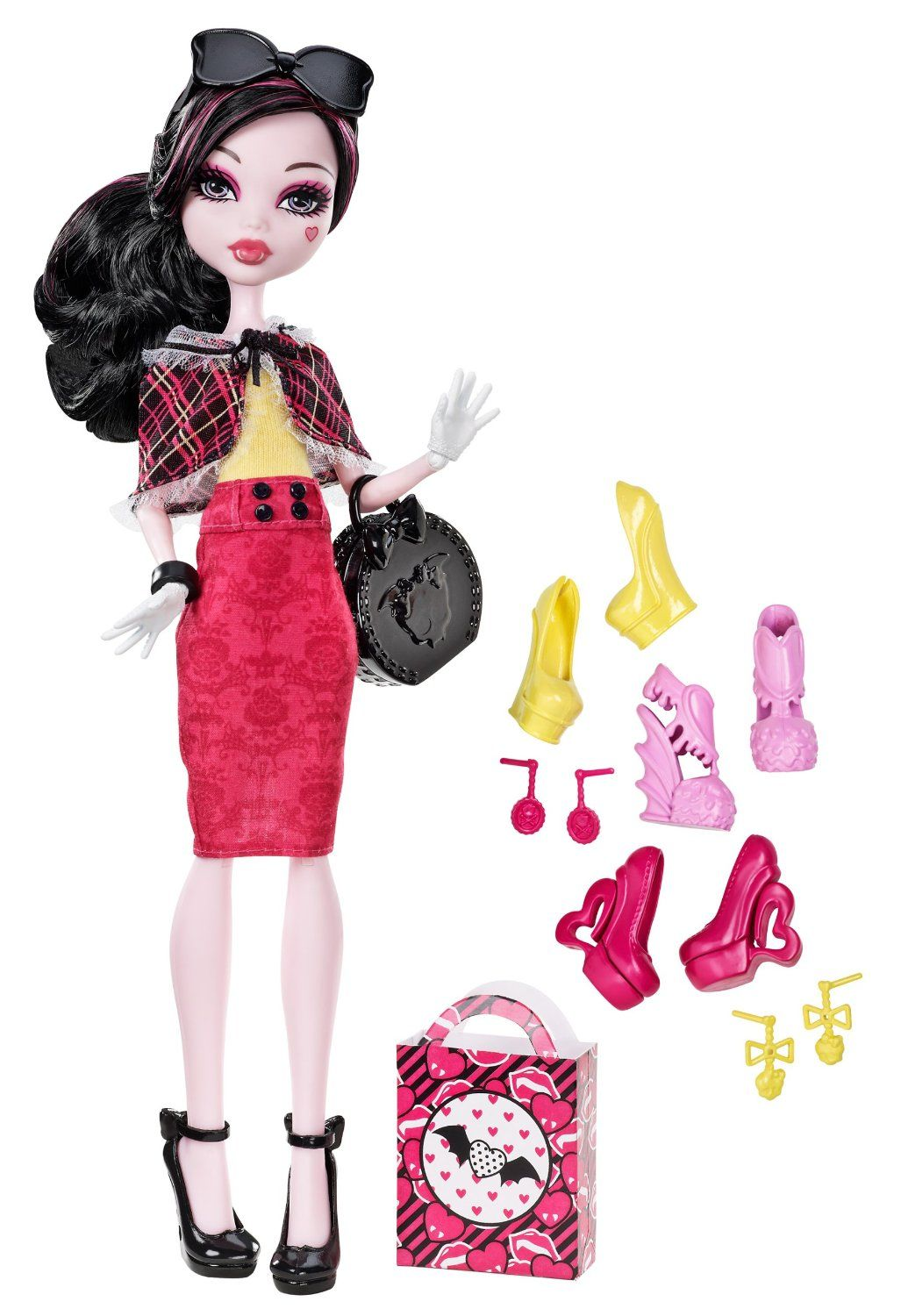 Amazon.com: Monster High Draculaura Doll & Shoe Collection: Toys & Games