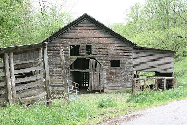 Haunted Places in Tennessee and Their Tales - http://www.theshadowlands.net/places/tennessee.htm