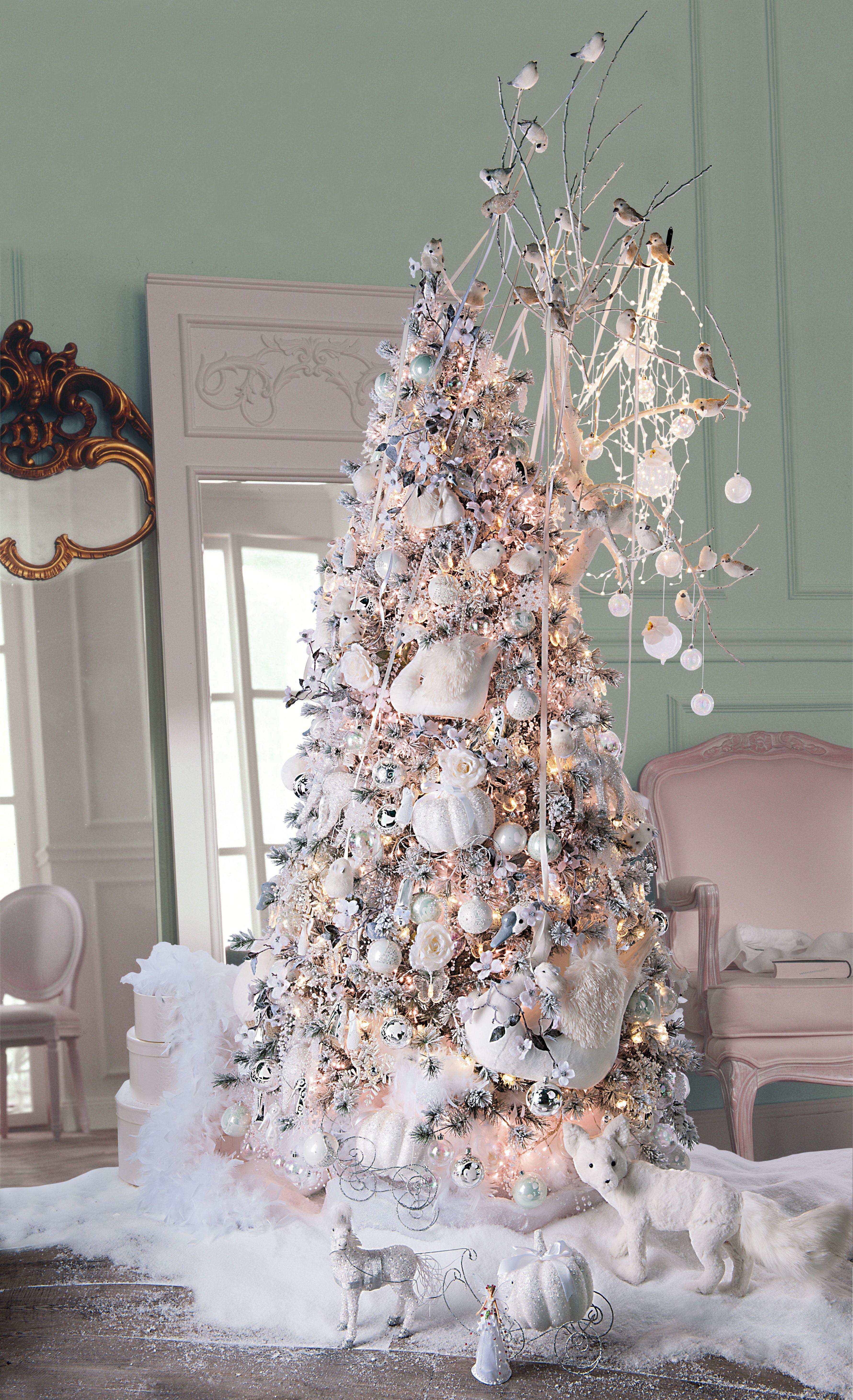 Fée des neiges   Un sapin de #Noël aux lumières douces et nacrées