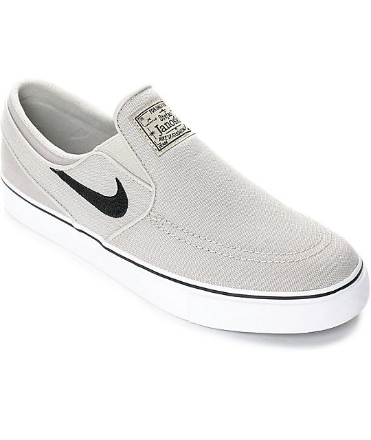 Keep your style on track and up to date with the slip on Janoski from Nike