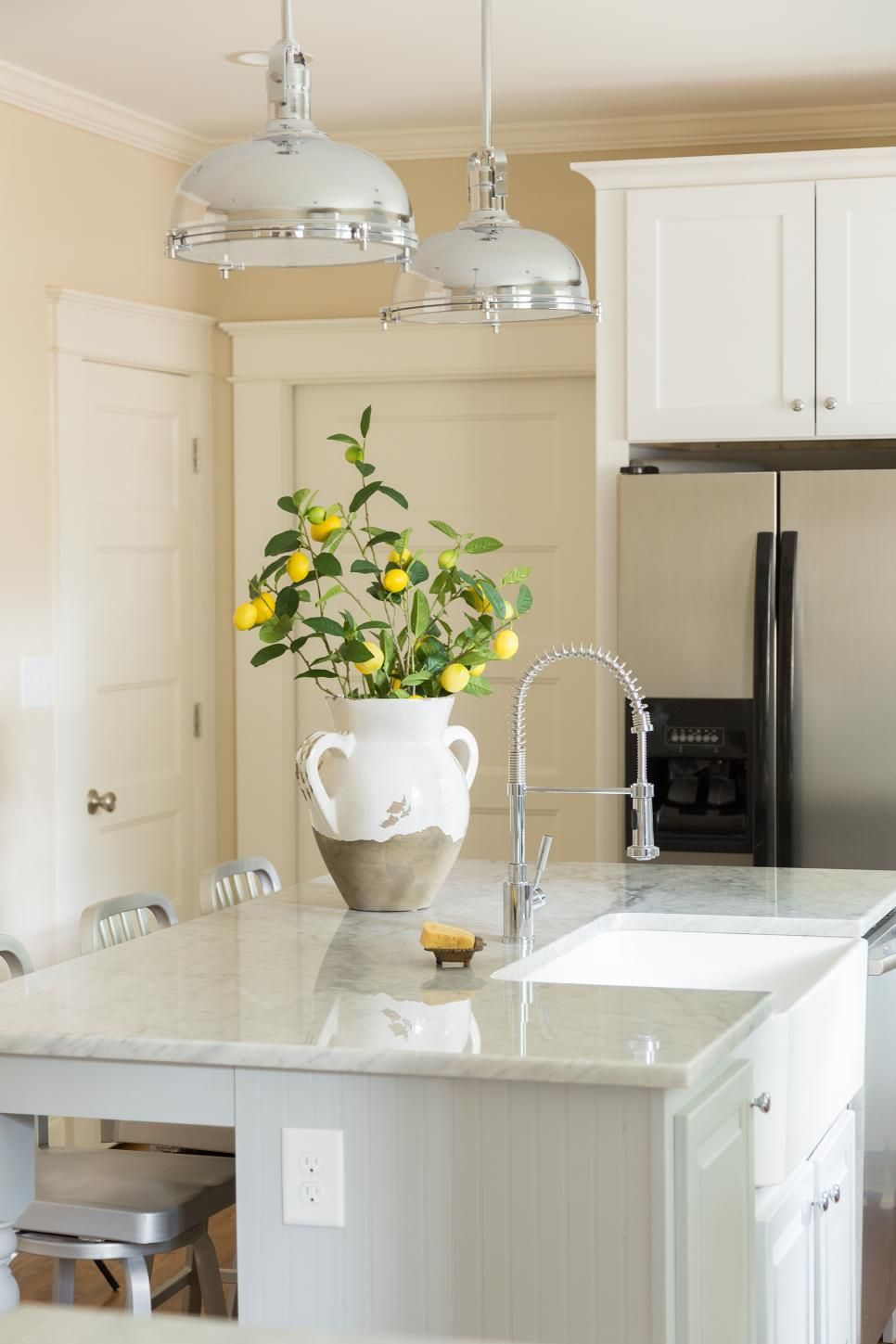 An apron sink and industrial pendants blend seamlessly in this
