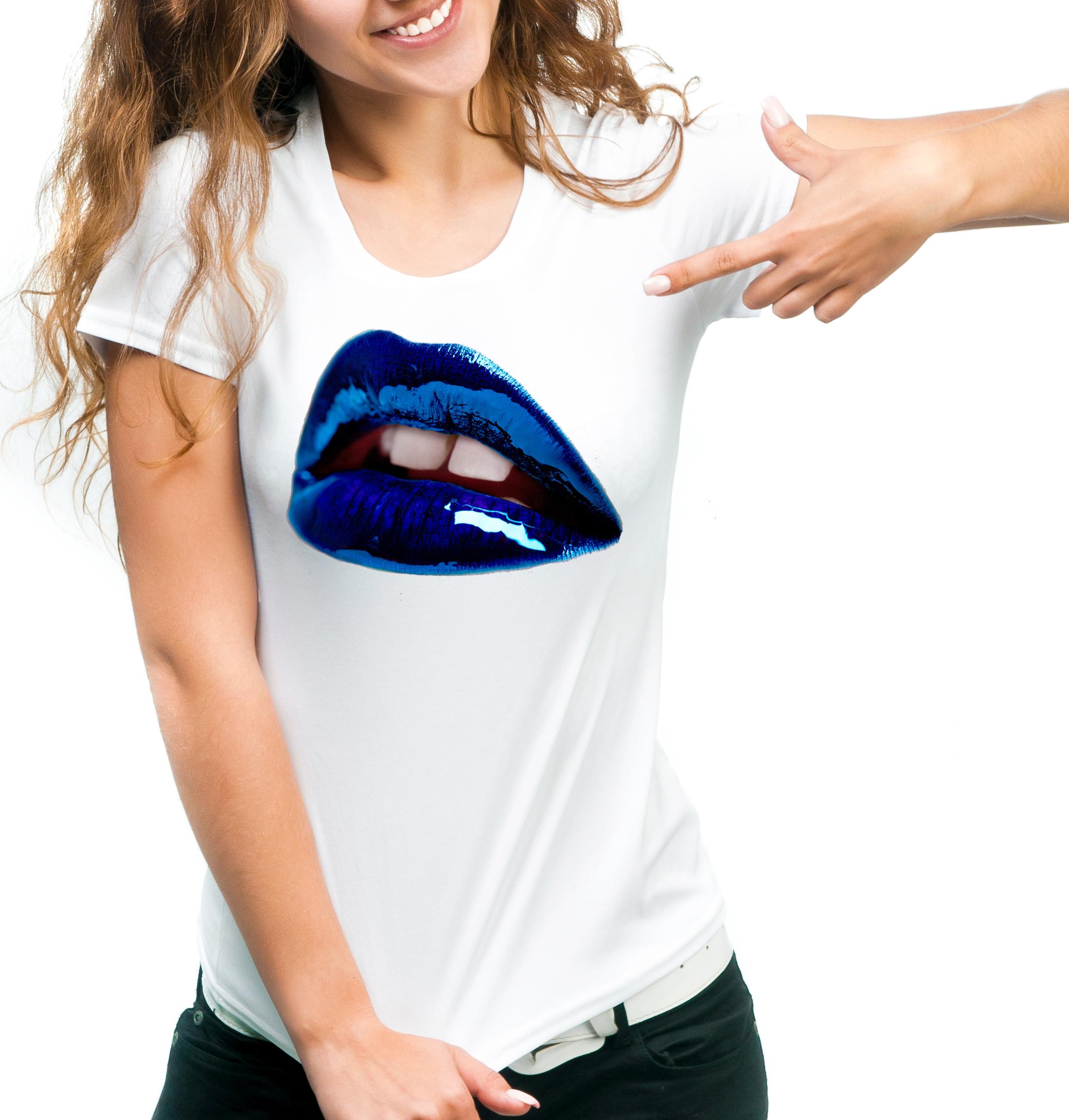 maglietta bianca donna, maniche corte fruit of the loom, sofspun, lips art, labbra colorate, blue